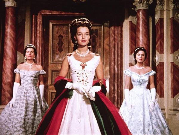 Sissi, robe blanche, rouge et verte
